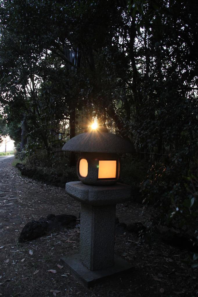 灯篭と夕日
