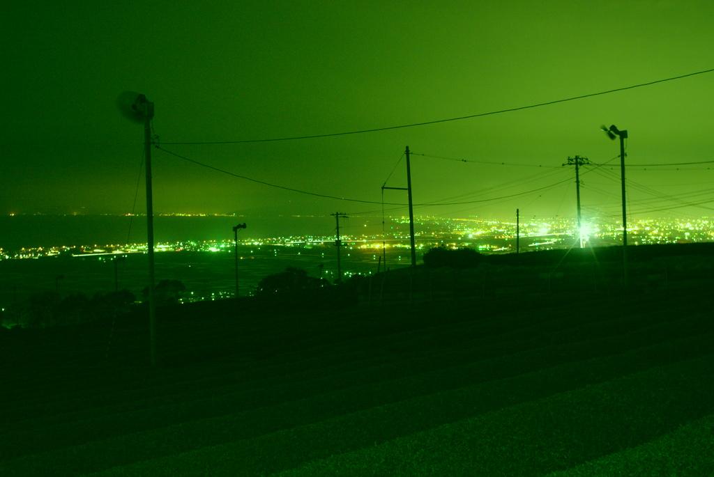 夜の茶畑から富士方面を見下ろす