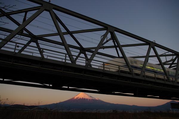 富士川鉄橋の落日