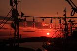 紅に染まる漁火