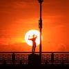 「オブジェと夕日のコラボ」
