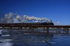 SLと鉄橋と青空
