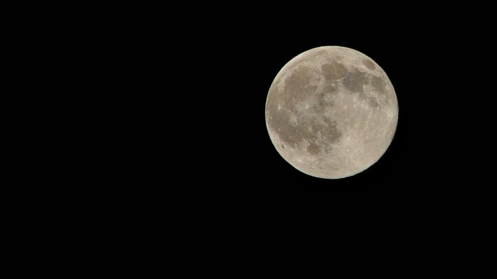 月がと~っても 綺麗だか~ら~♪