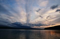 夕暮れ山中湖