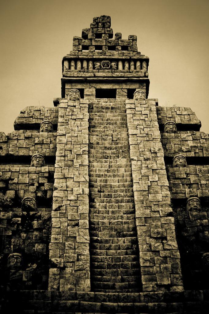 古代ピラミッド神殿