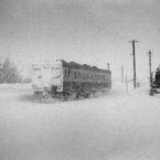 CANON FTQLで撮影した乗り物(吹雪の中)の写真(画像)