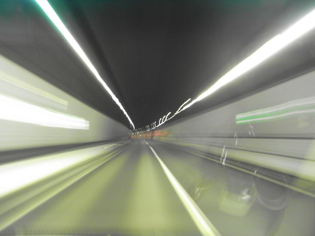 中央道トンネル