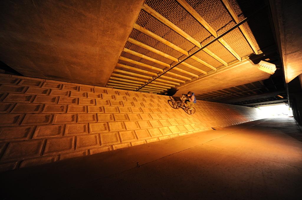 高架下のバンク2