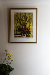 赤い花とアヤメに黄色のツワブキ