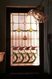 フィラメントランプとステンドグラス