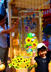 可愛くVサイン (谷中銀座 ひゃっこい祭り)