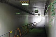 スクエアなトンネル通路