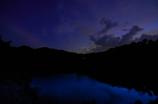夕刻のダム湖 花火打ち上げ直前