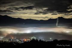 雲海の中の街