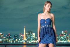 夜はドレスで