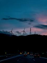 山と風車と夕景