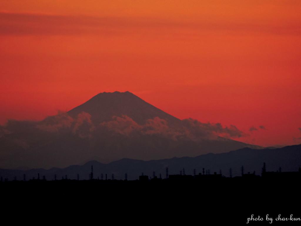 夕焼けに浮かぶ霊峰