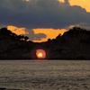 円月島夕景~遠く四国に沈む夕日