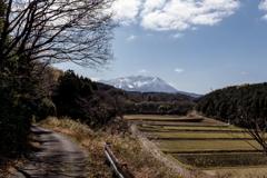里山を歩く