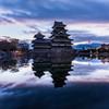 松本城の朝焼け