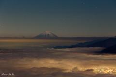 富士と街明かり