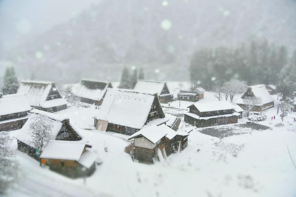 茅葺屋根のスノーボール
