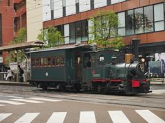 松山の街を走る機関車