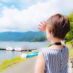 """夏の陽射しが眩しくて(✿❛֊❛"""")."""