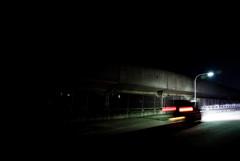 街灯の光へ