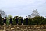 姫路城をバックに奏でる-2