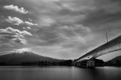 河口湖から見る富士山