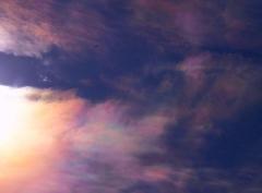 彩雲を横切る