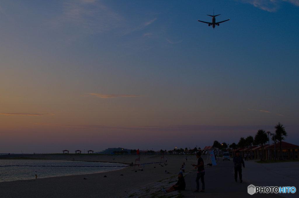 砂浜の夕暮れ