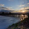 渡月橋に差し込む太陽