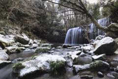 雪化粧の滝