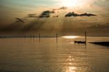 光の中の海中道路