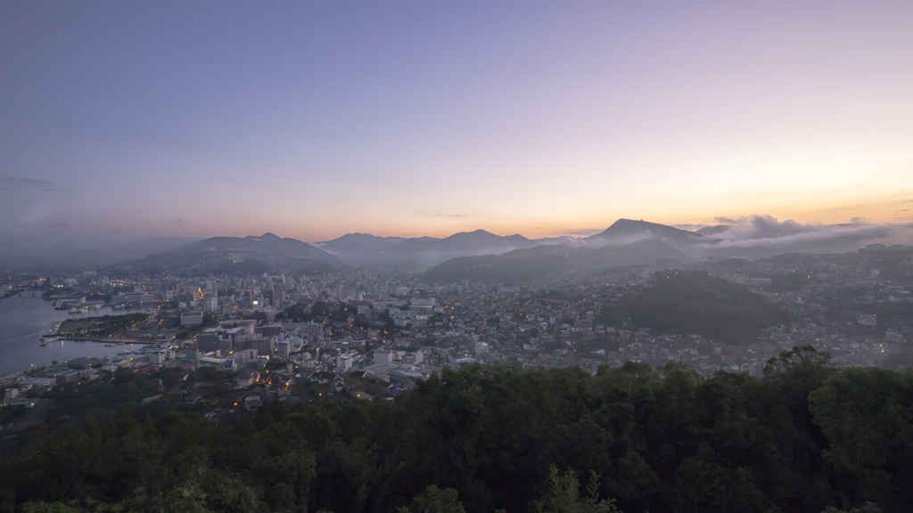 長崎の夜明け