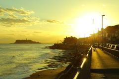 黄昏の海岸線