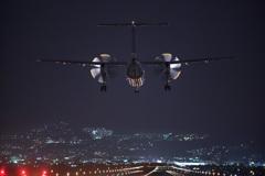 DHC-8 到着