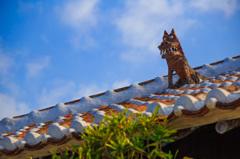 屋根上シーサー