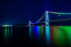 明石海峡大橋と動く三日月
