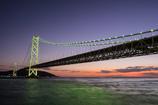 海峡に架かる橋