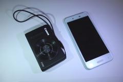 Aquos phone SHV40 と キヤノン Powershot を比較