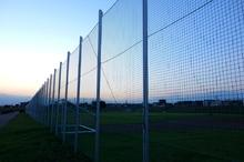 誰もいないサッカー場