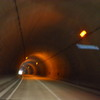 暗いトンネル