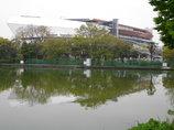 等々力陸上競技場と池