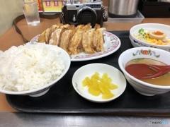 餃子定食とご隠居(Nikon SP)