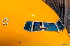 操縦士の窓拭き