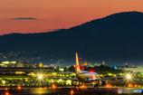 紅い空港と塔