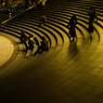 円形階段が照らされて